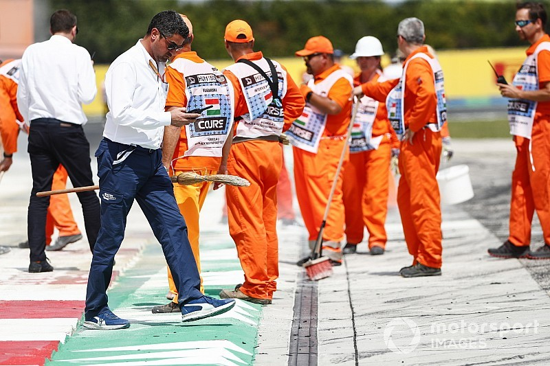 Az FIA szerint a fekete-fehér zászló nem fokozza az agressziót