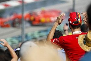 Videó: Így vágta a falhoz a Ferrari hátulját Leclerc a magyar időmérőn