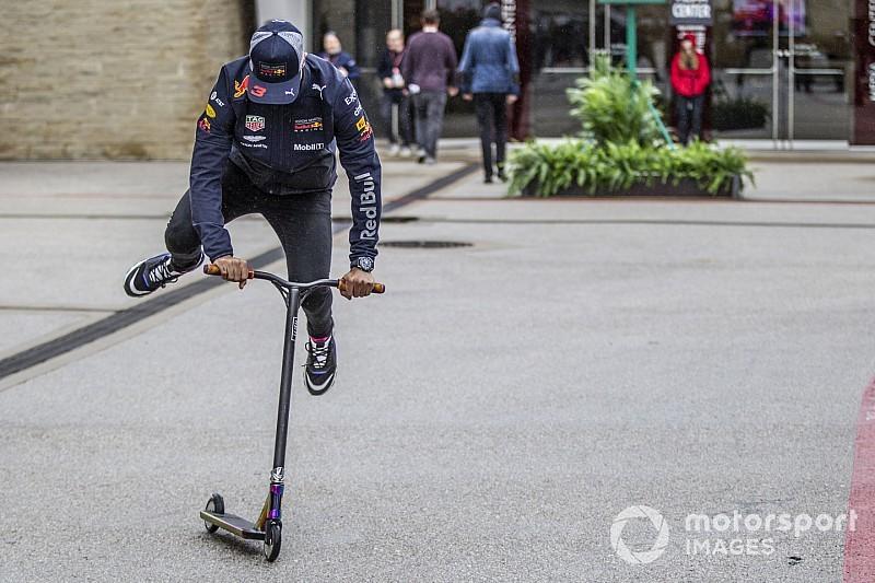 """Ricciardo """"ellopta"""" Hamilton rollerjét és nagy trükközésbe kezdett"""