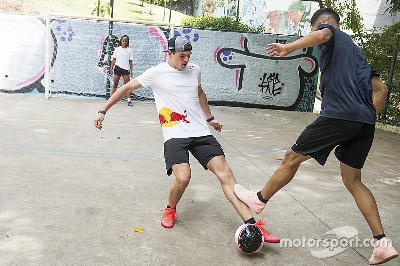 Különleges képgaléria Verstappen és Ricciardo futsalos kalandjáról Brazíliából