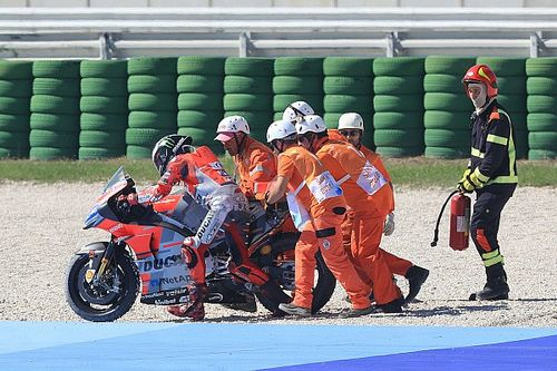 "Lorenzo blames ""rock""-like medium tyre for crash"