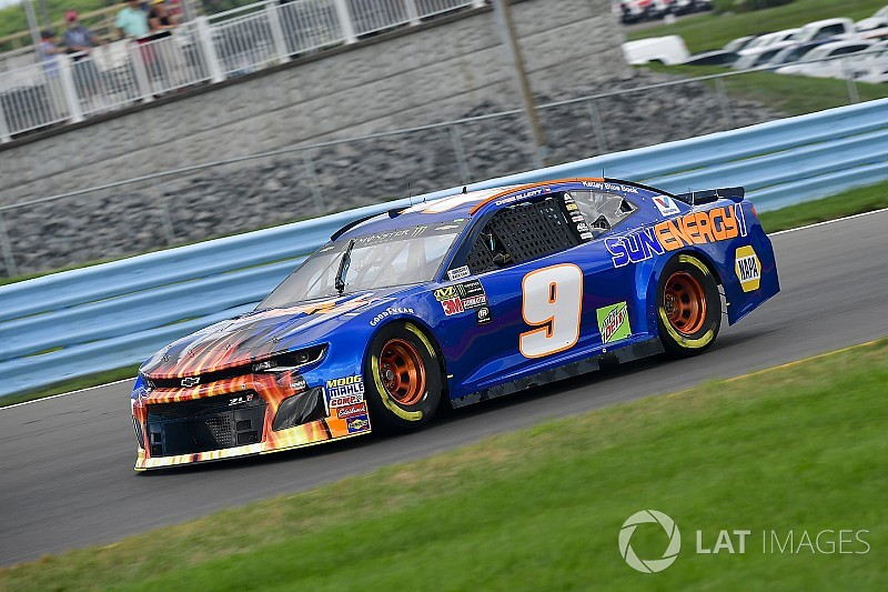 Chase Elliott beats Kyle Busch for Stage 2 win at Watkins Glen