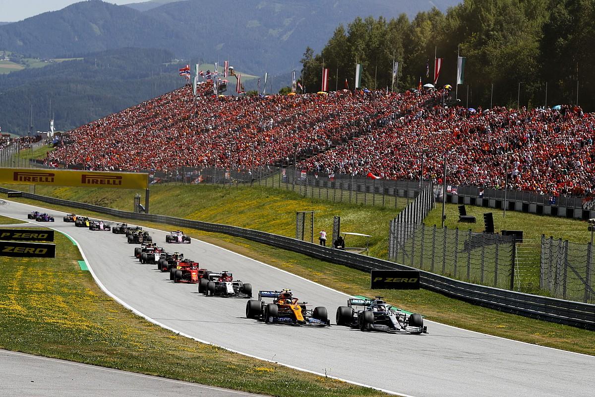 «McLaren почти вровень с Mercedes на прямых». Сайнс рассказал о силе и слабости своей машины