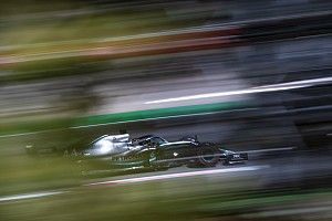 Hamilton se queda sin rivales en Barcelona antes de la clasificación