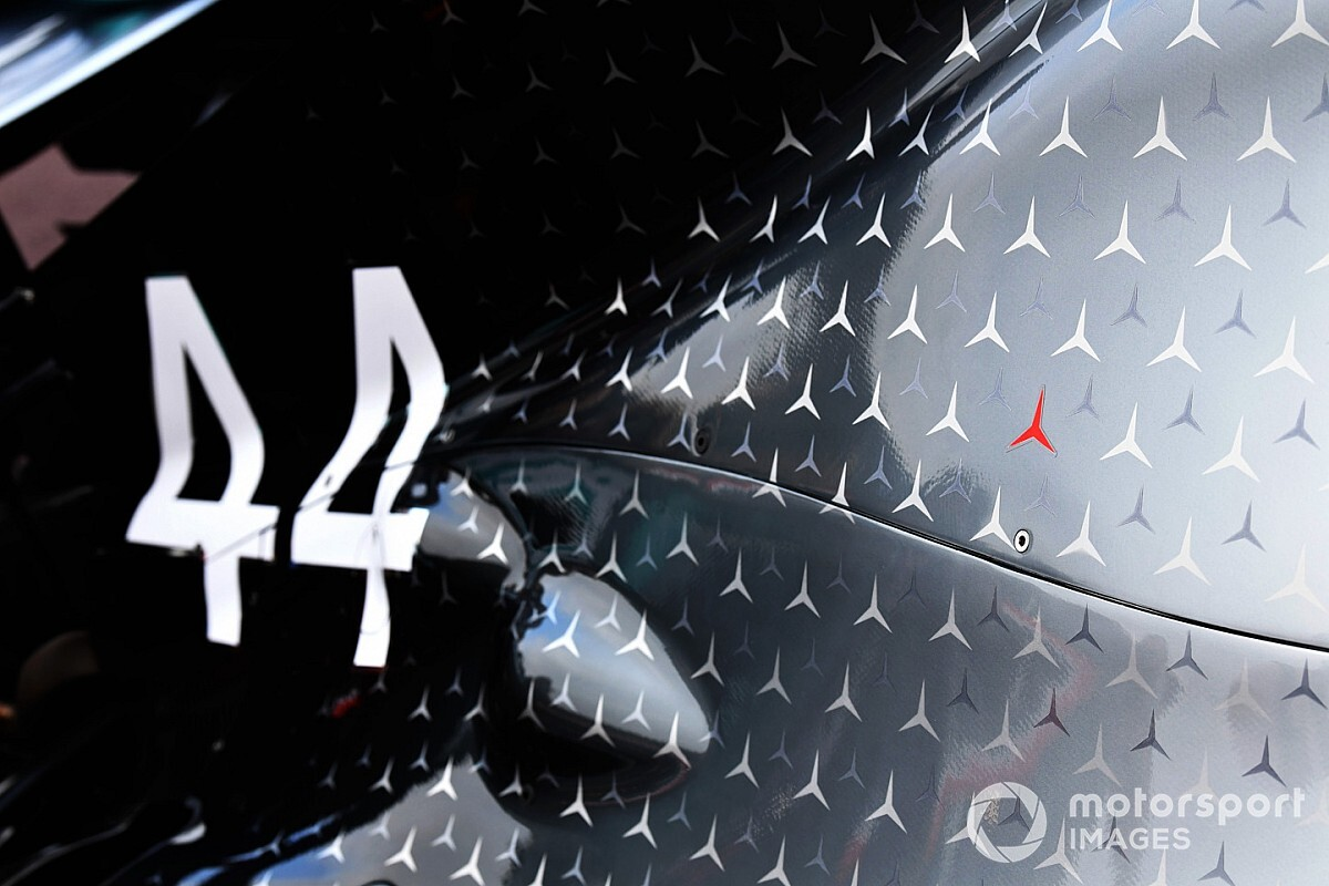 "Mercedes to keep Lauda red star on car ""forever"""