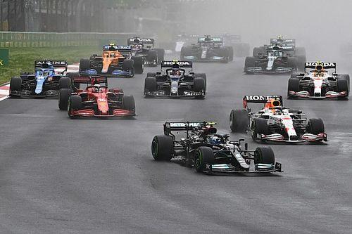 Bottas wint in Turkije, goede dag Verstappen door miskleun Mercedes