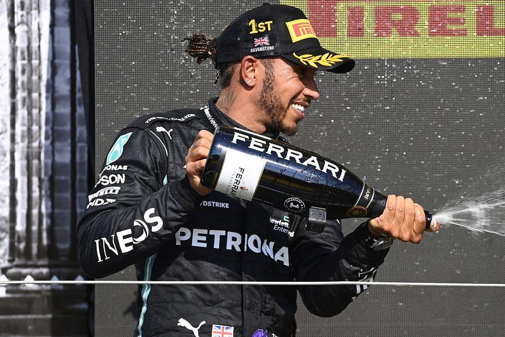 Hamilton niet van plan om excuses aan Verstappen aan te bieden
