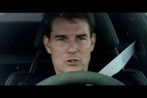 Tom Cruise rejoue Top Gun et défie Webber et Coulthard