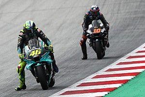 """Rossi geniet van chaos: """"Echt heerlijk om zo te racen"""""""