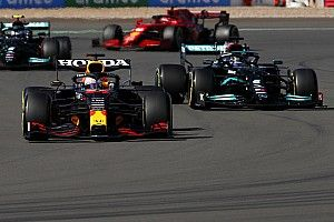 "Ricciardo : Hamilton ""y est allé trop fort"" sur Verstappen"