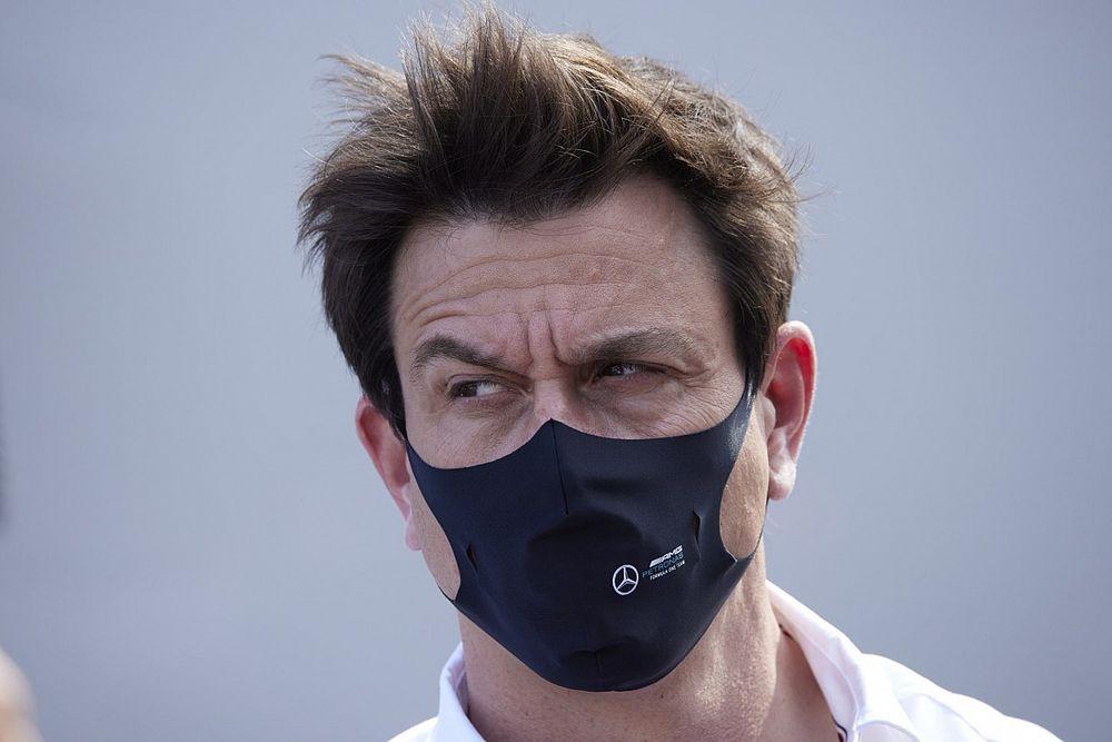 """Wolff: """"Abbassiamo i toni, Red Bull troppo dura contro Lewis"""""""