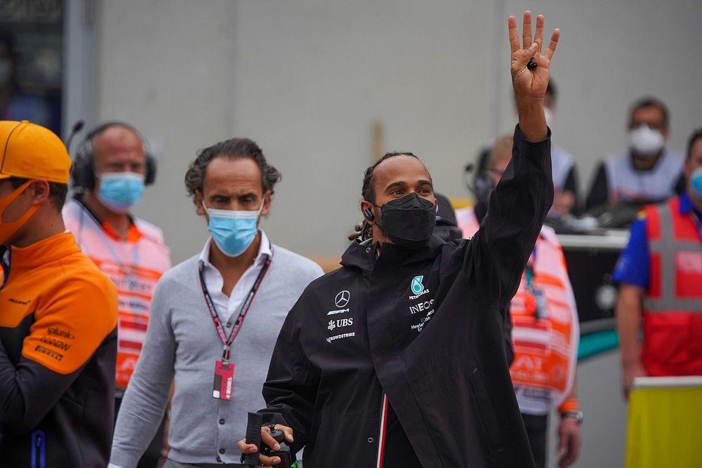 Hamilton ve prematura la vuelta masiva de aficionados a las gradas