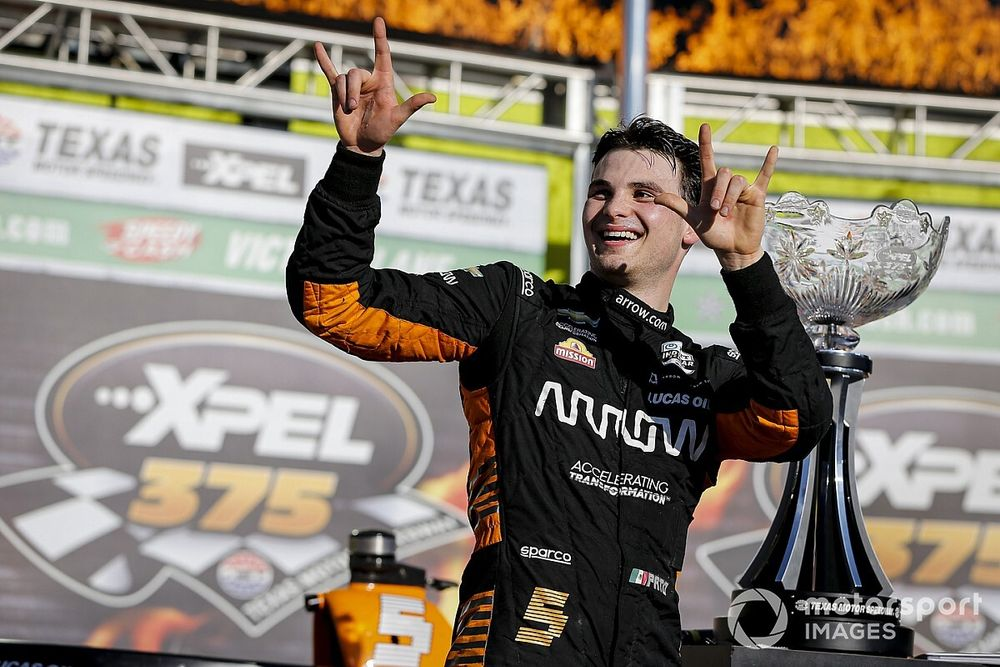 Texas IndyCar: O'Ward passes Newgarden for maiden victory