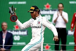 Mexican GP: Hamilton wins as Mercedes outfoxes Ferrari