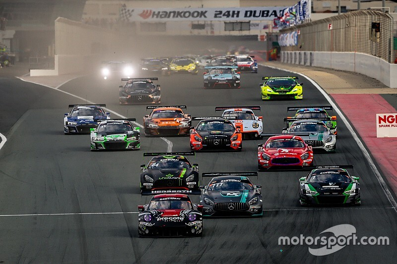 Porsche lideruje w Dubaju
