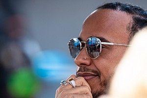 """Hamilton verwacht """"stressvolle"""" onderhandelingen nieuwe F1-deal"""