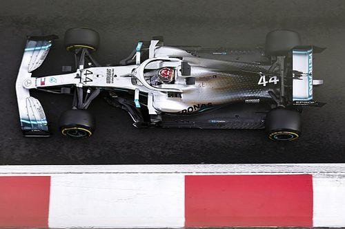 Hamilton 'tira o pé' após acidente de Bottas, mas admite superioridade de Verstappen