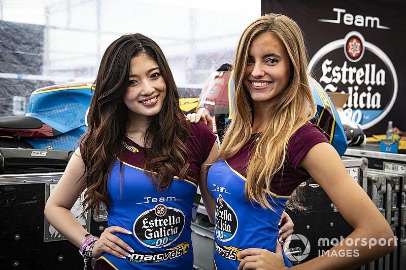 Fotogallery MotoGP: il fascino orientale delle ombrelline di Motegi