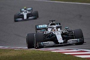 Боттас объяснил, почему пилотам Mercedes сложнее преследовать соперников