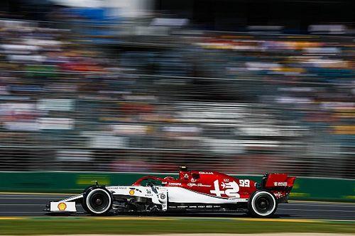 Giovinazzi jechał w wyścigu uszkodzonym autem