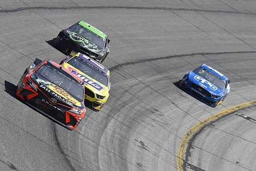 "Stenhouse says he did the ""right thing"" racing Truex at Atlanta"
