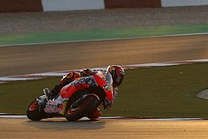 Bradl sigue liderando el test de Qatar, ya con todos los titulares