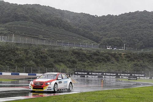 China WTCC: Guerrieri charges to victory in heavy rain