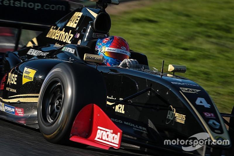 Фиттипальди выиграл вторую гонку в Сильверстоуне, Оруджев второй