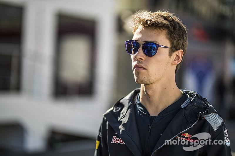 Kvyat seals F1 return with Toro Rosso