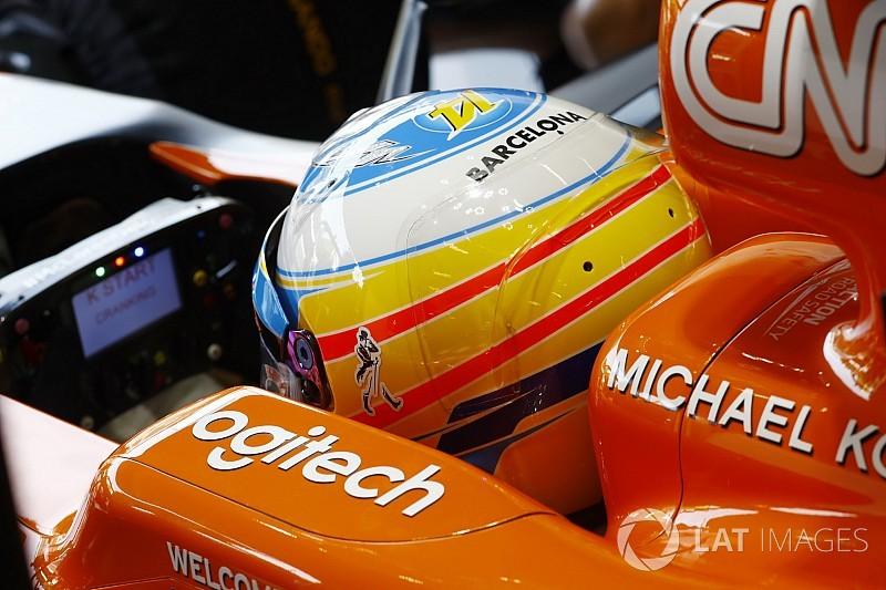 Sainz y Alonso rinden homenaje a las víctimas de Barcelona en sus cascos