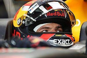 Ферстаппен стал быстрейшим по итогам пятницы, а потом разбил машину