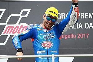 Veteraan Pasini boekt op Mugello zijn eerste zege in de Moto2