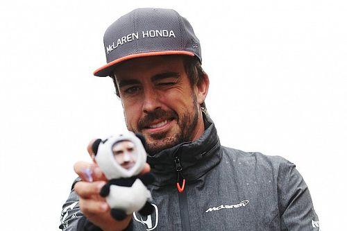 «Я дам ему бутылку молока». Пилоты Ф1 про Алонсо в «Инди 500»