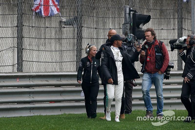 В Mercedes похвалили Хэмилтона за развлечение болельщиков