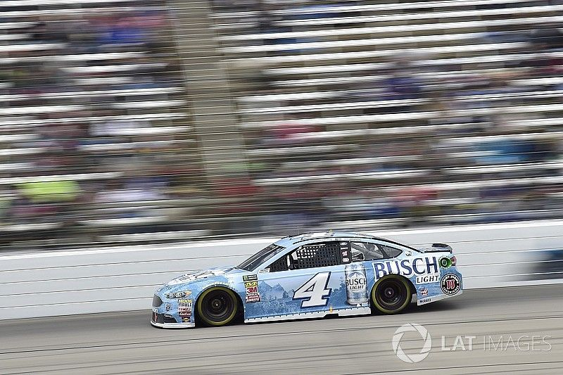"""Kevin Harvick stymied at Texas by """"pathetic day on pit road"""""""