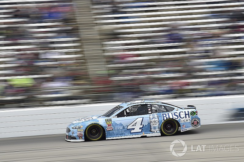 "Kevin Harvick stymied at Texas by ""pathetic day on pit road"""