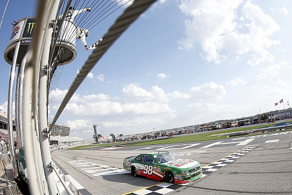 NASCAR XFINITY Harvick vence Atlanta pela Xfinity Series com tranquilidade