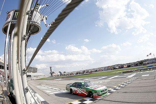 Harvick vence Atlanta pela Xfinity Series com tranquilidade
