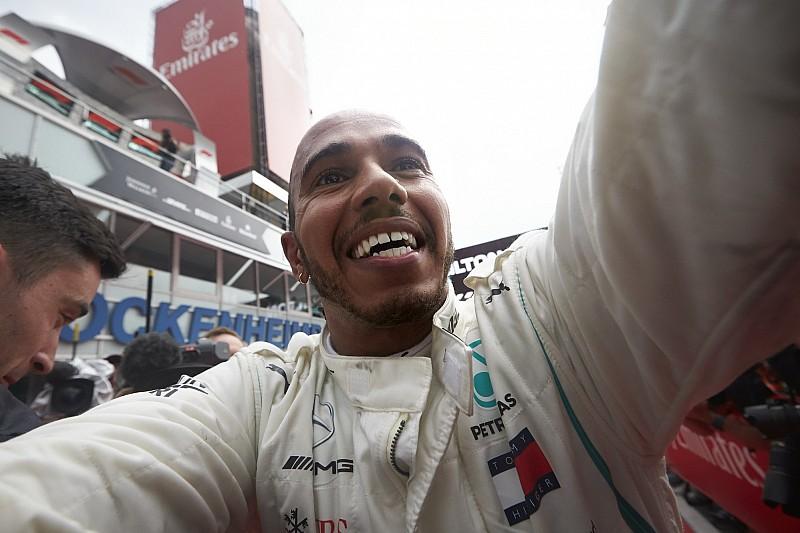 Vettel egészen mélyen, Hamilton a fellegekben: Német Nagydíj