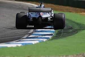 """Hamilton studia le partenze """"...perchè Ferrari e Red Bull saranno molto vicine"""""""