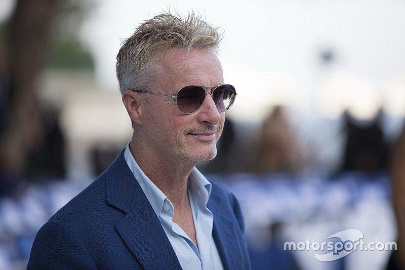 """Irvine diz que """"Leclerc é muito melhor que Verstappen"""""""