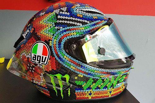 Valentino Rossi dévoile son nouveau casque pour les tests