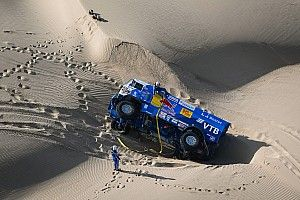 Николаев завалил «КАМАЗ» на бок и выиграл пятый этап «Дакара»