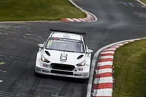 Festejo de Bjork en la tercera carrera del WTCR en Nurburgring
