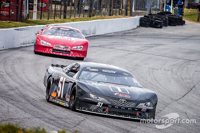 A flat tire ruins Raphaël Lessard CARS Series' race in Nashville