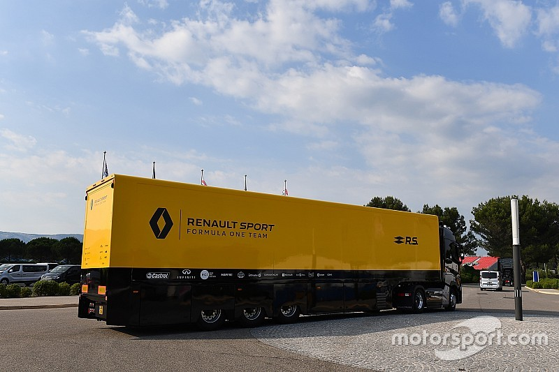 Renault F1 team truck involved in road accident in Hungary