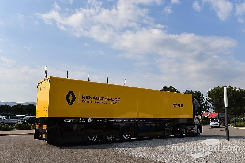F1: Caminhão da Renault sofre acidente a caminho da Hungria