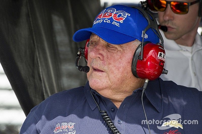 A.J. Foyt loses shoe in latest brush with death