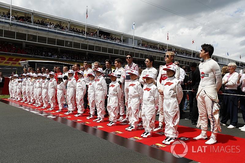 Гонщиков Ф1 обязали дольше находиться на стартовой решетке