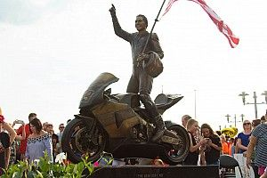 Patung peringatan Nicky Hayden diresmikan di Owensboro